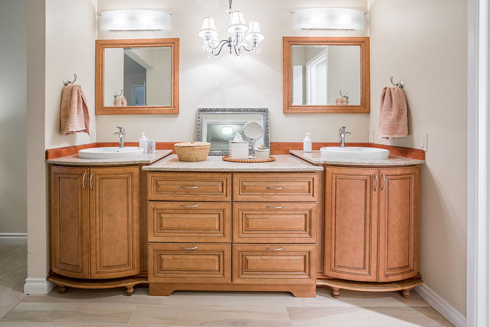 Cinnamon Maple Glazed Cabinet ...